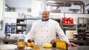 Il Maestro pasticcere Tagliaferri con il Panettone Romagna