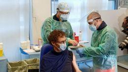 Carlo Biagetti, il primo vaccinato contro il Covid-19 a Rimini
